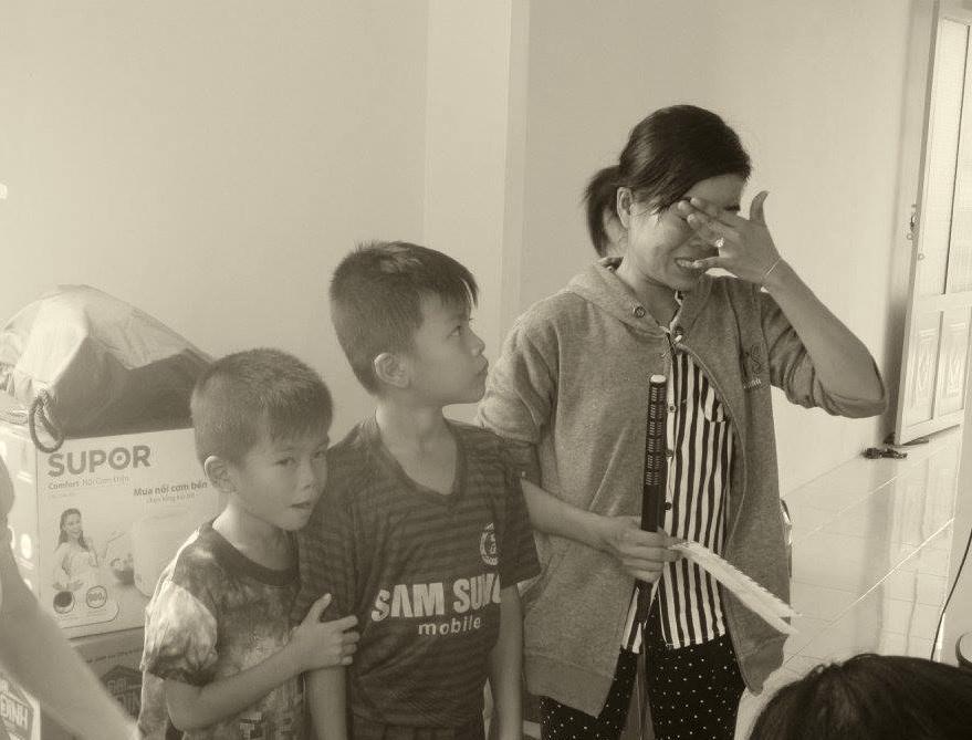chị Tuyết- chủ nhân căn nhà tình thương do các thiện nguyện viên đóng góp xây dựng